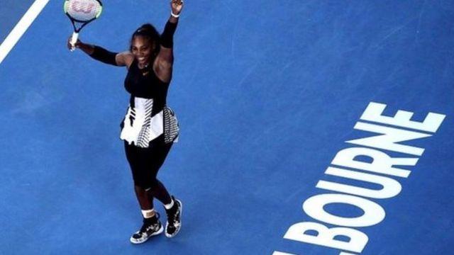 Mu gihe Serena Williams yotahukana intsinzi yoca aja asubira mu kibanza ca mbere kw'isi