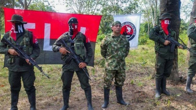 الحكومة الكولومبية تبدأ محادثات سلام مع حركة جيش التحرير الوطني المتمردة