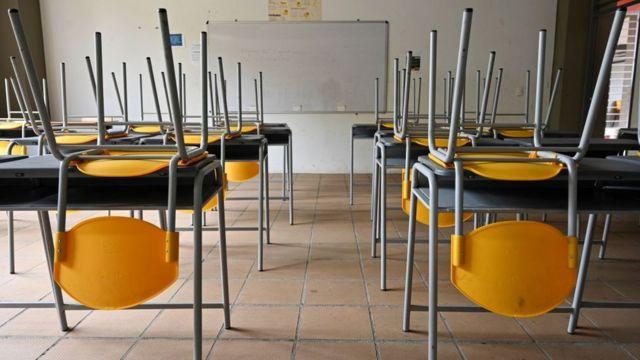 salones cerrados en una escuela