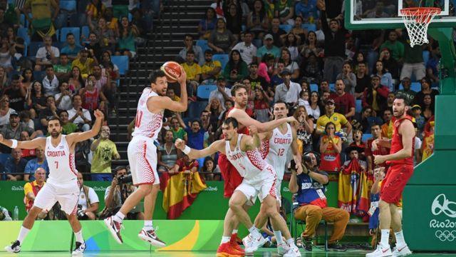 La multitud aplaudió a Croacia y silbó a España que era la favorita.
