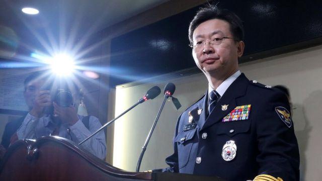 (캡션) 경기남부지방경찰청 반기수 화성연쇄살인사건 수사본부장이 19일 브리핑에서 사건 개요를 설명하고 있다
