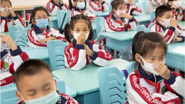 Niños en una escuela en China en octubre.