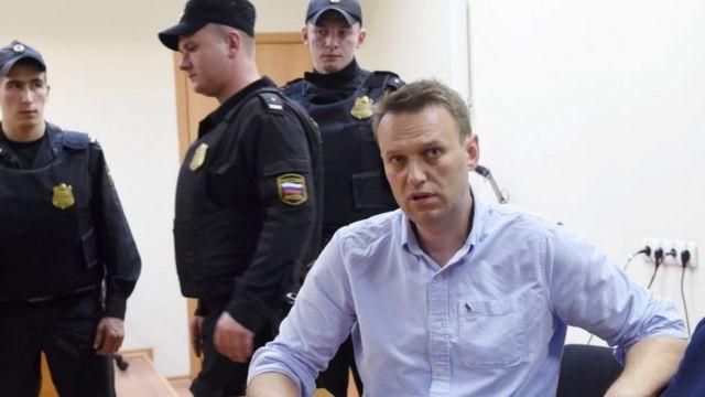 Оппозициячыл саясатчы Навальный эмдиги жылы өтө турган Орусиядагы президенттик шайлоого катышам деп билдирген.