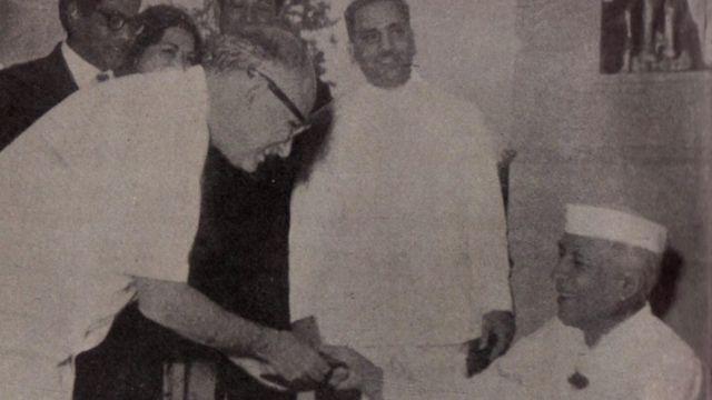 नेहरू के साथ अब्बास