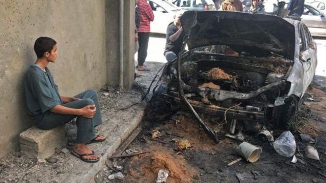 آثار قصف على أحد أحياء طرابلس