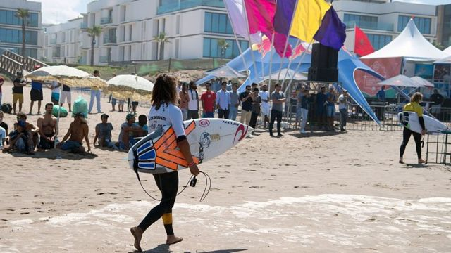 Une trentaine de surfeuses prennent ainsi part aux compétitions dont deux Marocaines.
