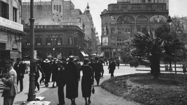 Imagen de una calle de Buenos Aires a principios del siglo XX.