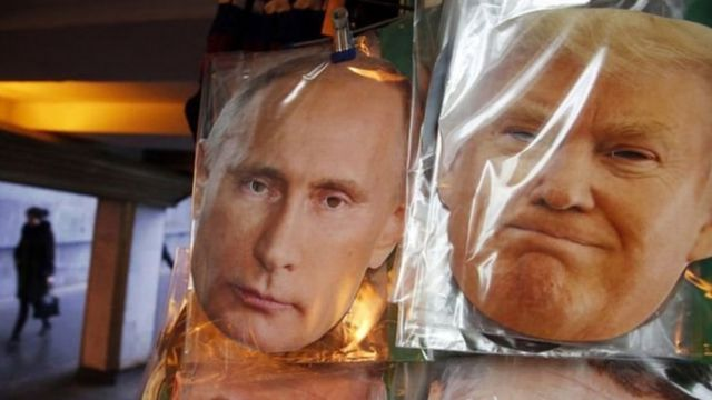 Vladimir Putin (G.) et Donald Trump (Dr.)