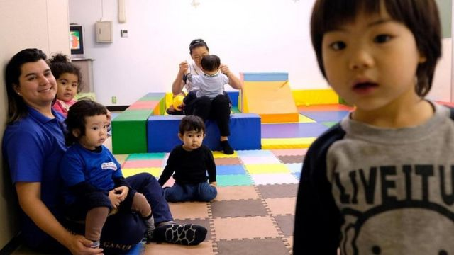 Niños brasileños en una escuela de lengua portuguesa en Japón