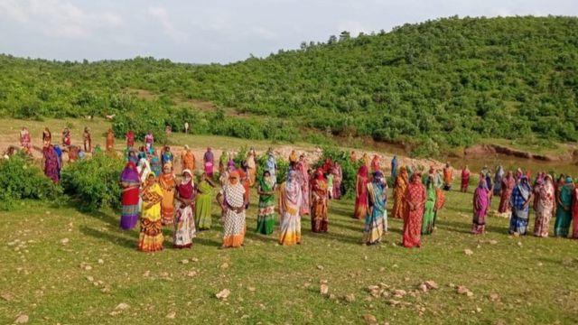 अगरौठा गाँव की महिलाएँ