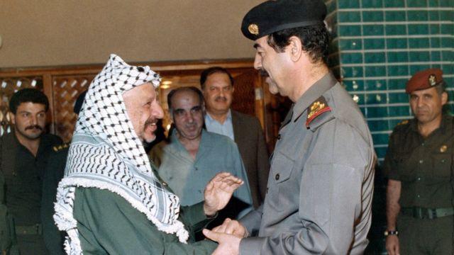 أبعد الفلسطينيون من الكويت إثر تأييد عرفات لصدام حسين