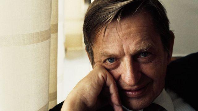 Olof Palme, el carismático primer ministro de Suecia que plantó cara a EE.UU. y a la URSS y cuyo asesinato traumatizó al país durante décadas - BBC News Mundo