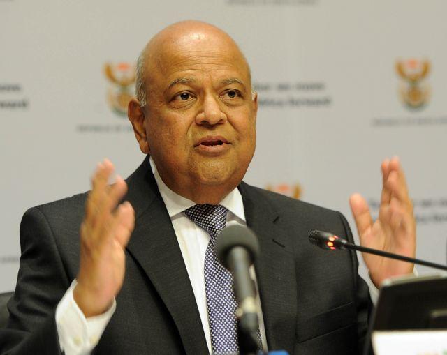 Pravin Gordhan présentant le budget 2016 de son département à l'Assemblée nationale sud-africaine au Cap, le 24 février 2015.