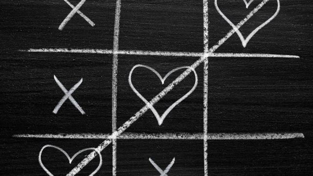 noughts and crosses Valentine's Day style