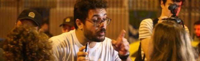 A Bolsonaro supporter (left) argues with a Haddad supporter in Rio de Janeiro