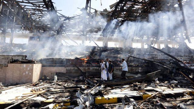 التحالف بقيادة السعودية قصف مواقع للحوثيين في أعقاب إطلاق الصاروخ على الرياض