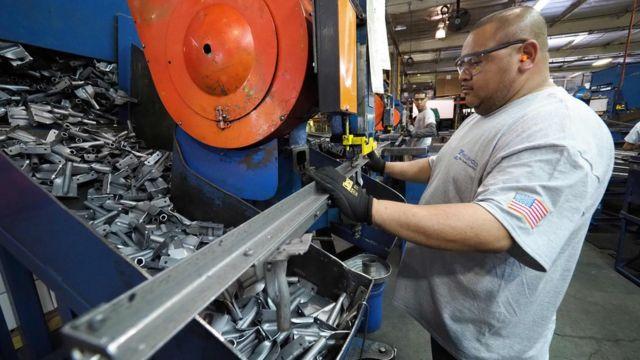 На металлообрабатывающем заводе в Калифорнии