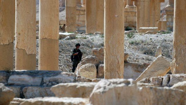 Soldado em Palmira, recapturada do EI