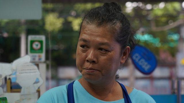 อัจฉรา เซียงเด่น แม่ค้าขายผลไม้ วัย 49 ปี