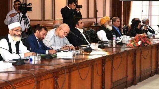 पाकिस्तान में संसद का संयुक्त सत्र बुलाया गया.