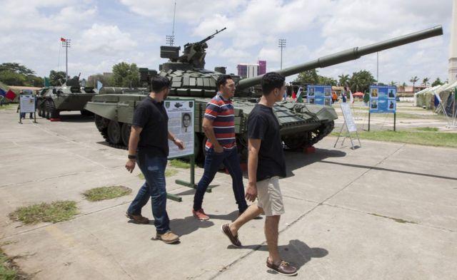 El tanque ruso T-72B1 en exhibición en Managua.