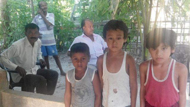 संरक्षित वनांचल देव पहाड़ से सटे नौ पथार (2 नंबर) गांव के बच्चे
