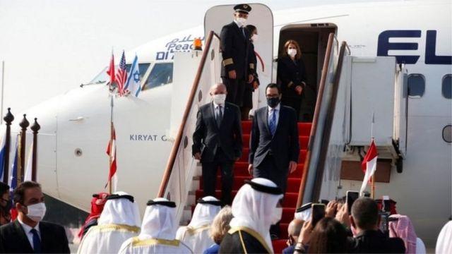 امریکہ کے وزیر خزانہ سٹیو نوچن خود اسرائیلی نمائندوں کے ساتھ بحرین پہنچے