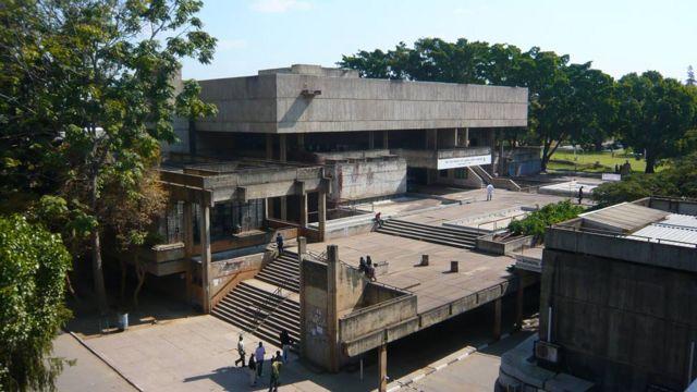 Brutalistički kompleks u kampusu Univerziteta u Zambiji, u Lusaki (arhitekta: Džulijan Eliot)