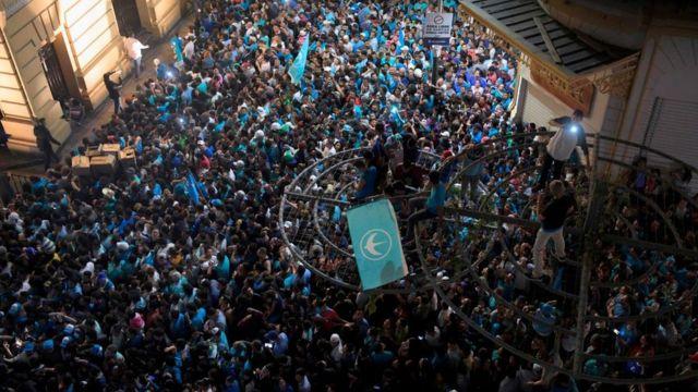 Celebración de la victoria de Bukele.