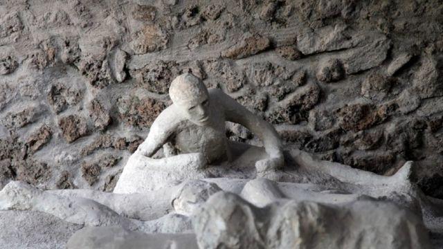 Estatua de pessoa em Pompeia