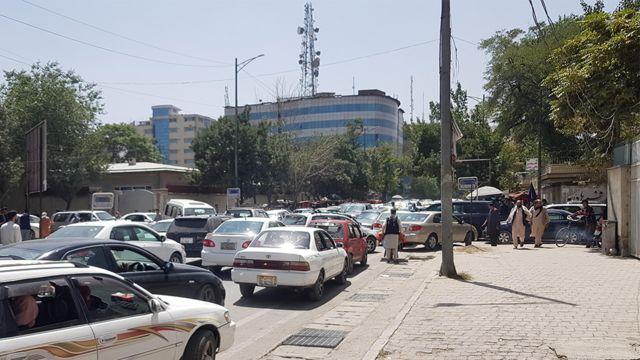 Когда на окраинах Кабула появились талибы, весь город встал в автомобильных пробках