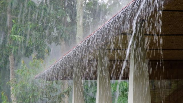 Дождь с крыши