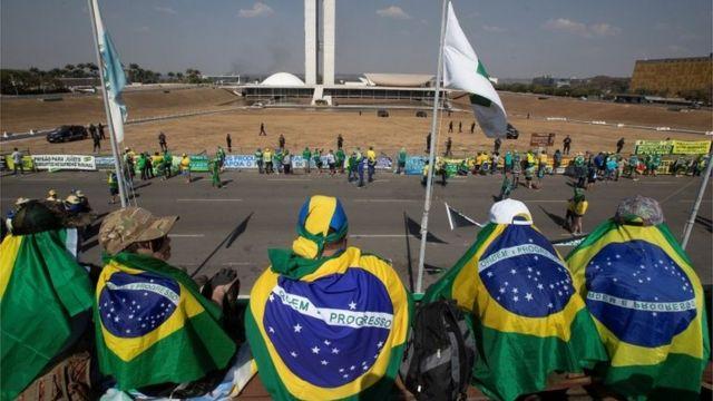 Apoiadores do presidente em Brasília