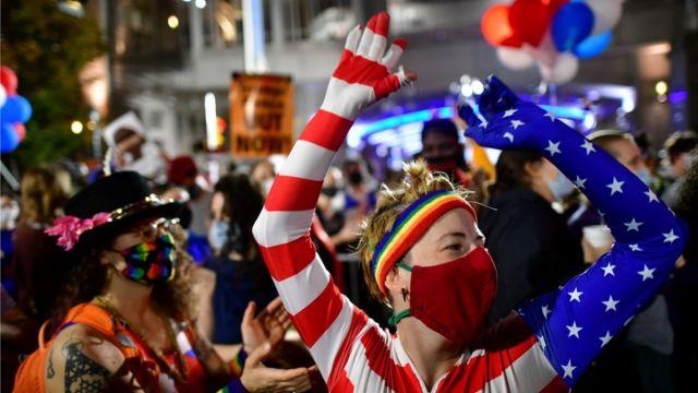Simpatizantes de Joe Biden celebran su victoria
