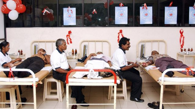 Sri Lankan people donate blood 14 June 2006 at the National Blood Transfusion Centre in Colombo. The centre organised a special blood donation campaign to coincide with the World Blood Donor Day.