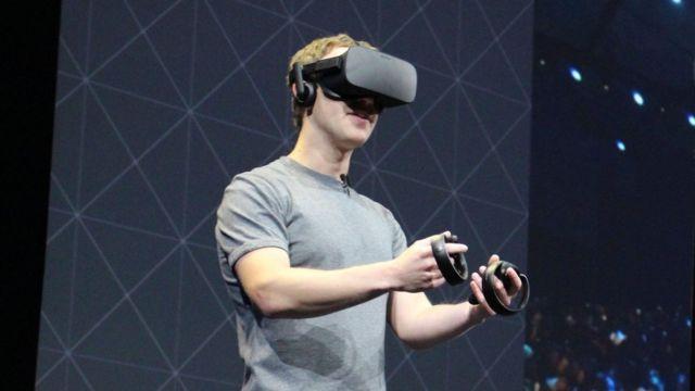 مارك زوكيربيرغ يرتدي خوذة واقع افتراضي