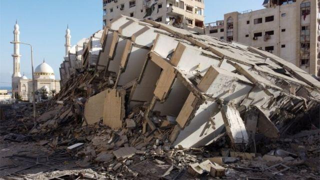 Разрушенное здание в Газе после удара израильской авиации