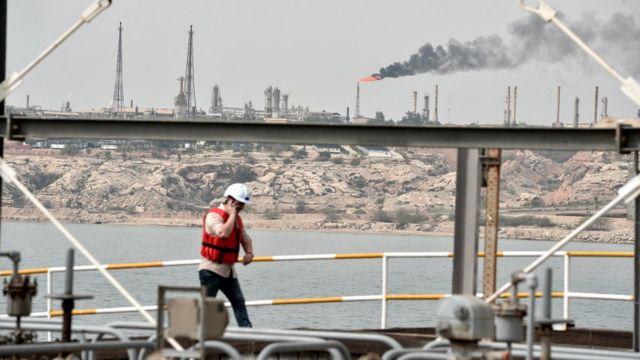 صنایع نفت ایران از عرشه یک کشتی