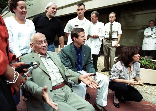 Hugo Banzer con Tuto Quiroga en 2001.