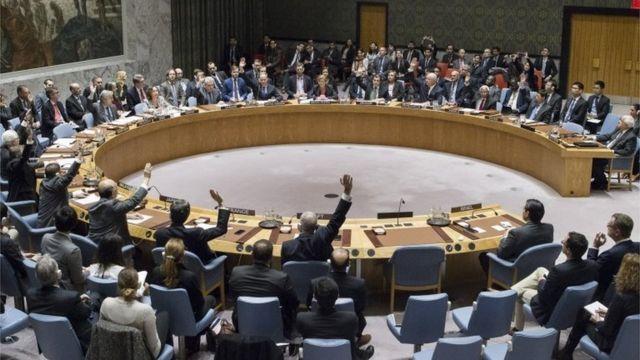 イスラエル非難決議を採択した安保理(23日)