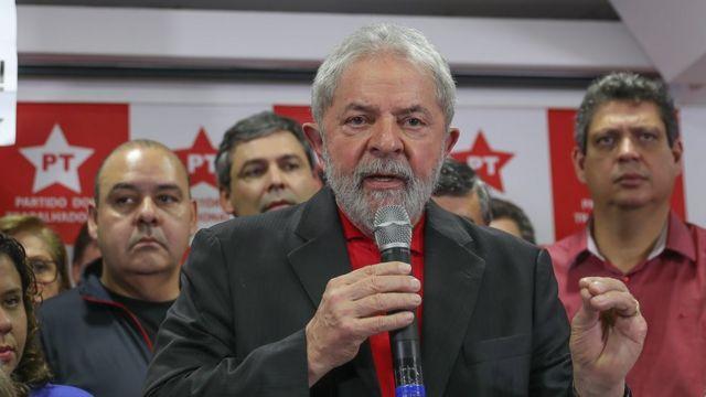 O ex-presidente Lula dá entrevista coletiva em São Paulo