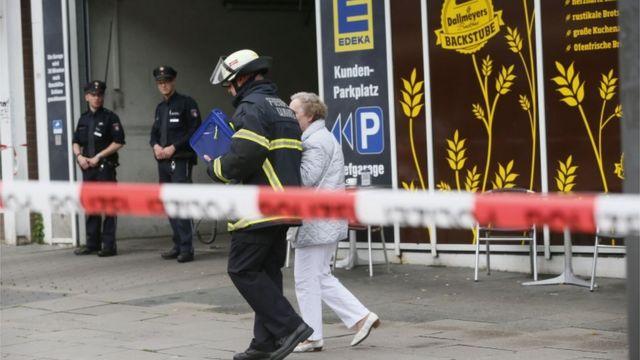 فرضت الشرطة طوقا أمنيا حول منطقة الهجوم