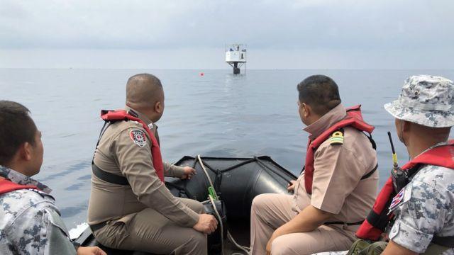태국 해군은 이 커플이 건물을 짓는 데 당국의 허가를 받지 않았다고 한다