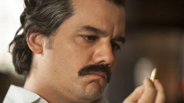 "Wagner Moura interpretando a Pablo Escobar en ""Narcos""."