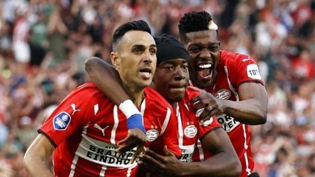 Eran Zahavi, Noni Madueke ve İbrahim Sangare, PSV'nin ilk golü sonrası böyle sevinmişti.