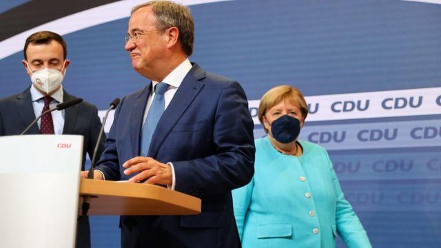 Это первые за 19 лет выборы Бундестага, на которые правящий Христианско-демократический союз ведет не Ангела Меркель