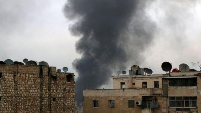 دخان كثيف جراء القصف في حلب