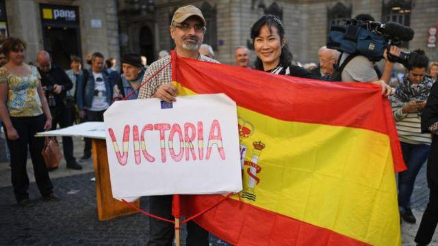Pro unionistas en una protesta contra la independencia de Cataluña.
