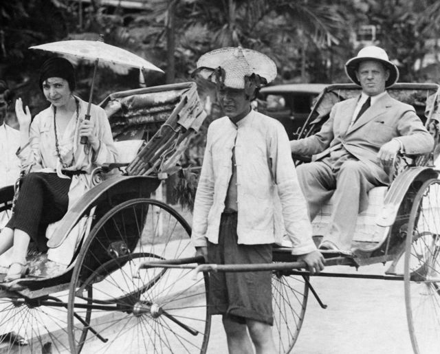 Friederike Masareck - portrait with her husband Max Pallenberg in rickshaws in Bangkok - about 1931