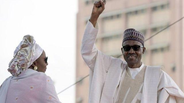 """Le président Buhari a rappelé avec un sourire que sa femme """" n'appartenait à aucun parti politique""""."""